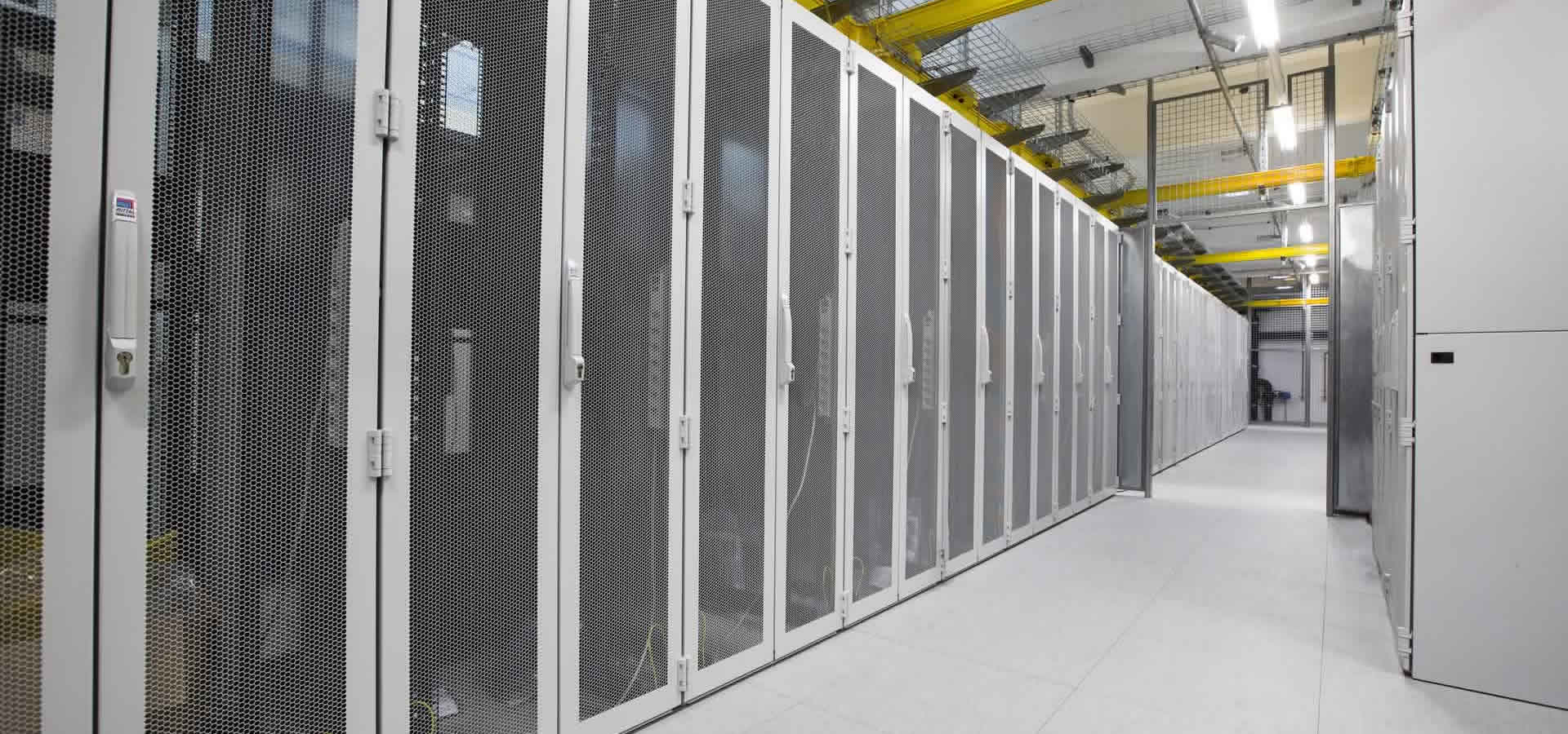 Server-Schränke im LINZ AG TELKEOM IT- und Data Center