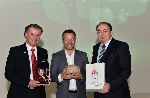 v.l.n.r.: Kurt Brandstätter (Vertriebsleiter LINZ AG TELEKOM), Stargast Markus Hofmann und Erich Haider (Generaldirektor LINZ AG)