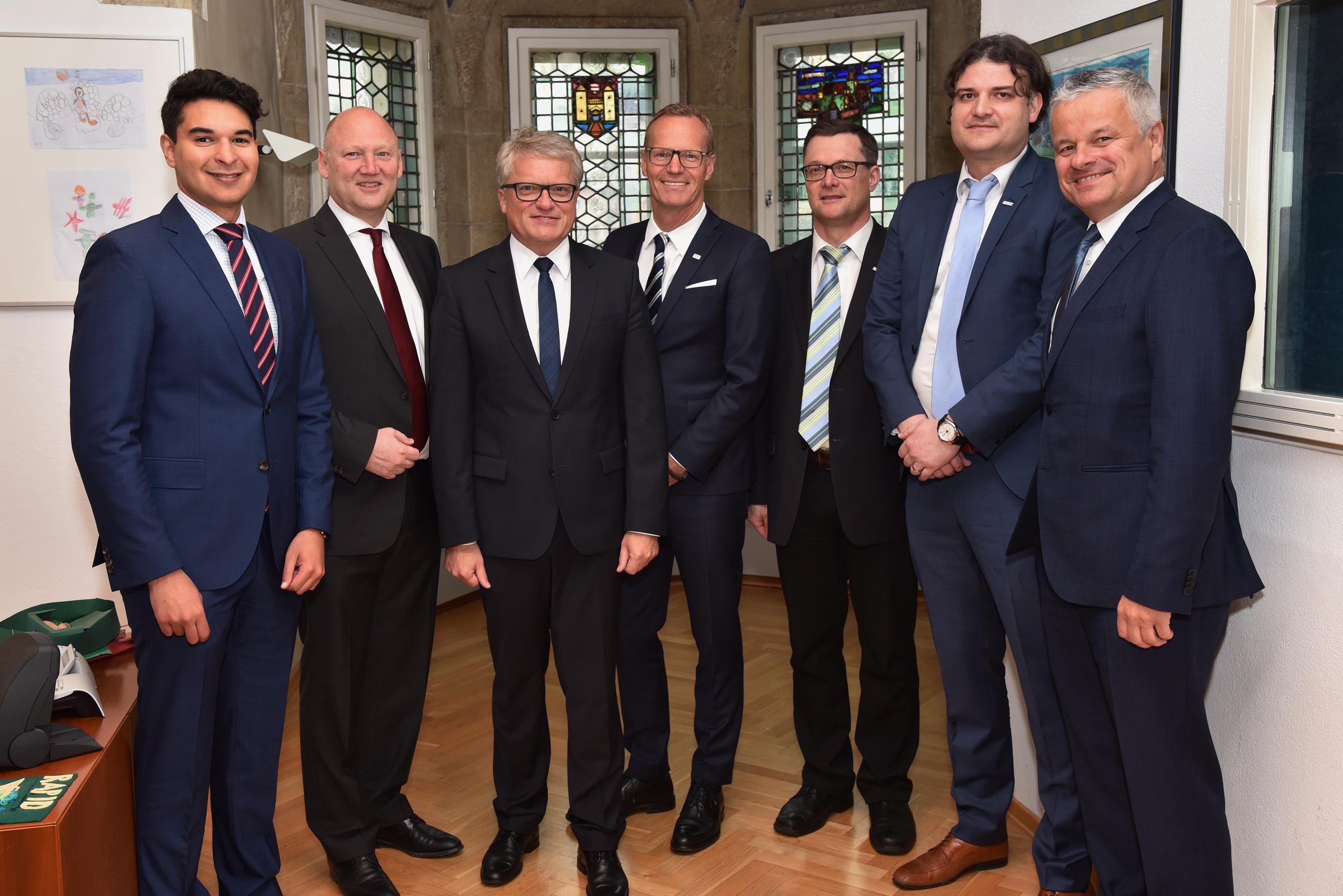 Gruppenbild der Kollegen von CISCO, LINZ AG TELEKOM und dem Bürgermeister der Stadt Linz