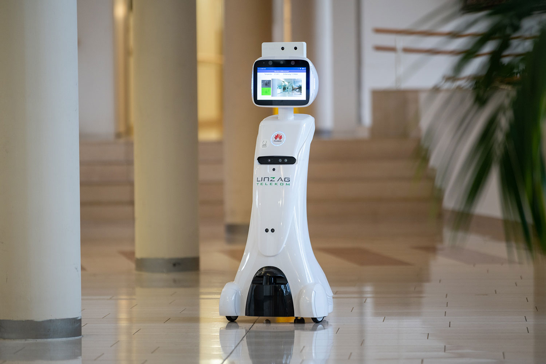 5G-Roboter im Seniorenzentrum